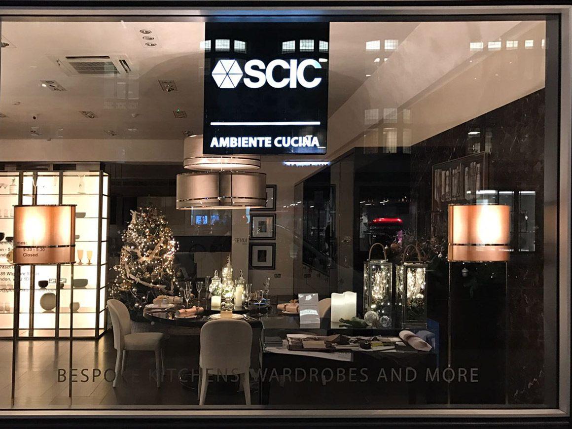 vetrina showroom SCIC ambiente cucina di Londra in wigmore street, progetto dello show-room cattaneo design