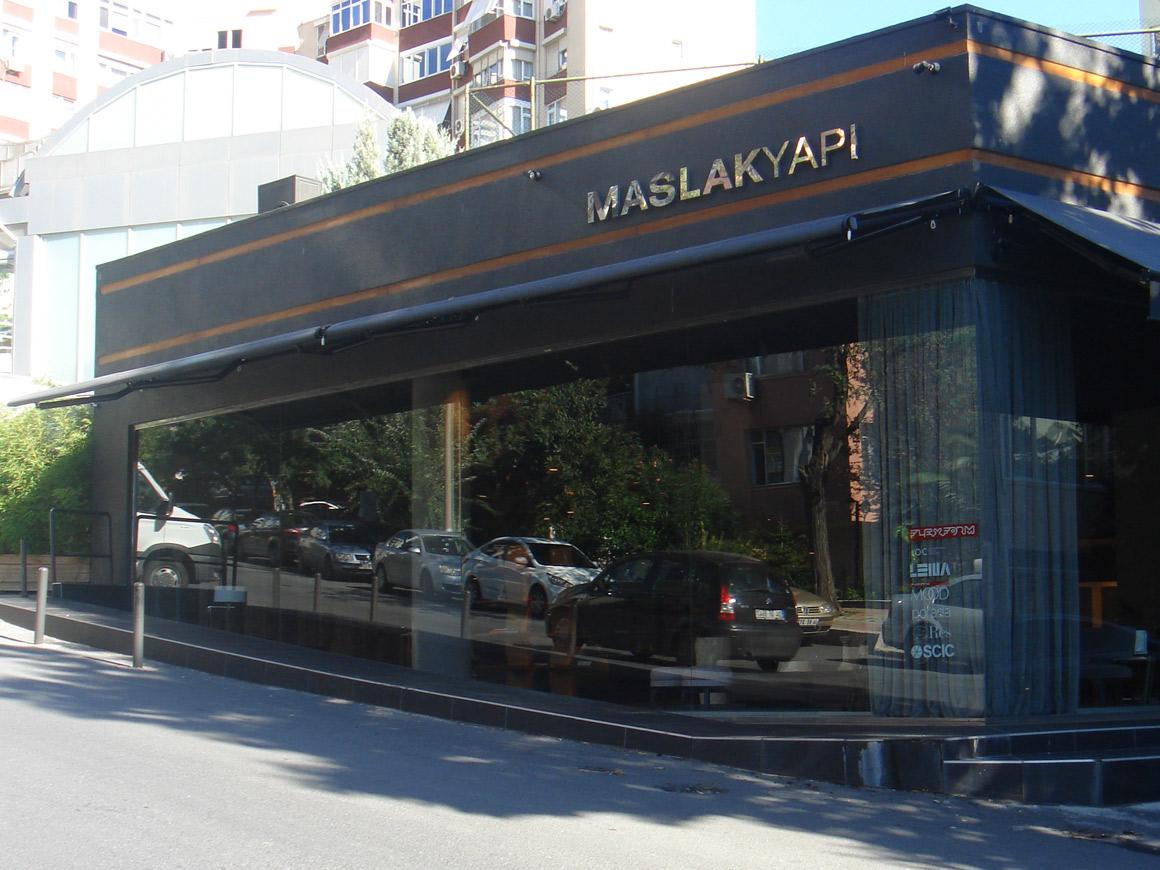 esterno showroom MASLAKYAPI ad ISTANBUL, progetto interno di layout arredi cattaneo design