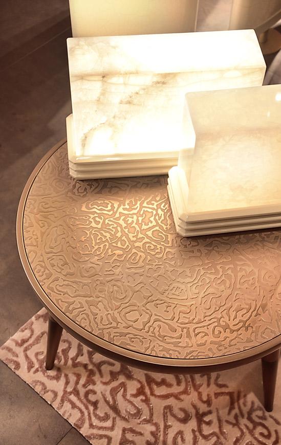 tavolino con decoro ALCHIMIA con luci in legno laccato e marmo, tutto progetto cattaneo design